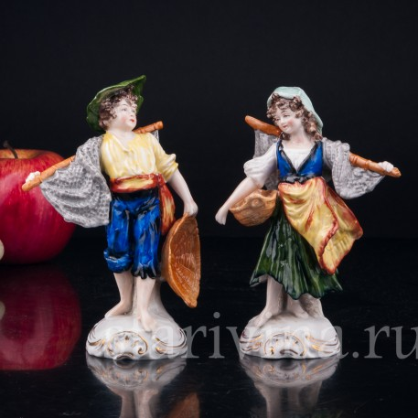"""Фигурка из фарфора """"Рыбаки"""", дети с рыбацкими сетями и корзинами для рыбы, Sitzendorf, Германия, вт. пол. 20 в."""