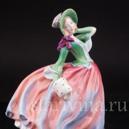 """Фарфоровая статуэтка """"Осенний ветерок"""", девушка с муфтой , Royal Doulton, Великобритания, пер. пол. 20 в."""